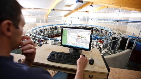 Une calibration des compteurs � lait � mesure infra-rouge chez Delaval