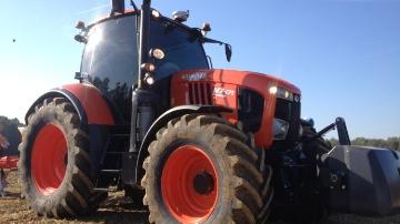 Tracteur de 170 ch, Cvt, semoirs, presses : le Japonais devient full liner