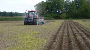 Jacques Charlot : � J�alterne semis direct, travail du sol et strip-till �