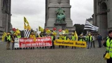 Des milliers d'agriculteurs europ�ens en col�re