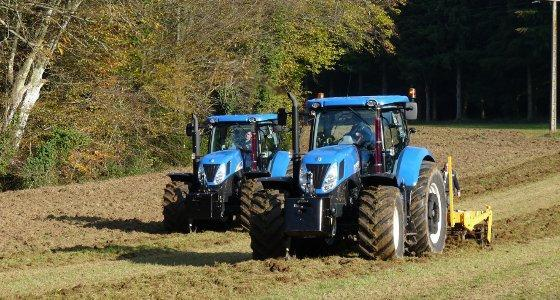 Test comparatif au champ entre un T7.235 et un T7040 de New Holland