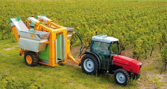 Tracteur Same et machine à vendanger trainée Grégoire G1