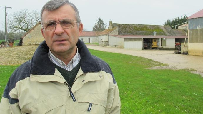 Bernard Gabaud, agriculteur  Villedieu-sur-Indre dans l'Indre, sur 180 ha de colza, bl, orge et lgumineuses porte graines.