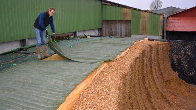 Silo de maïs bâche Supastop de Velitex et tapis Silolest
