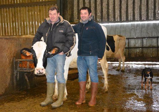 Jean-Pierre Gabelle et Philippe Geneau, éleveurs laitiers