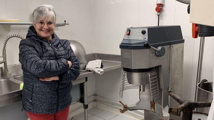 Stéphanie Rivet dans son laboratoire de transformation à la ferme
