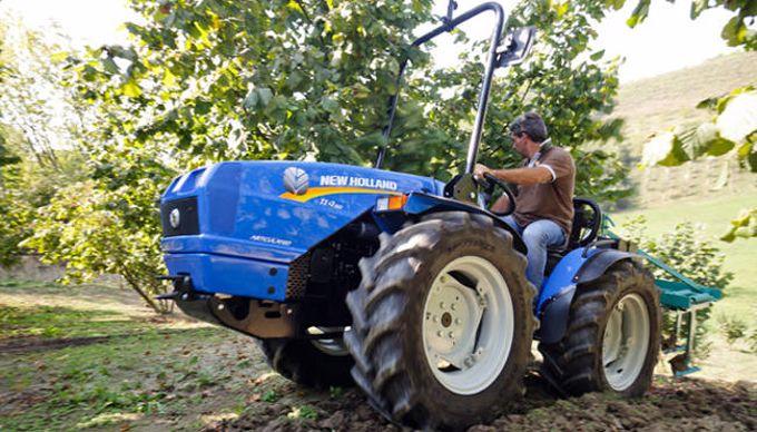 tracteur à roues égales New Holland TI4