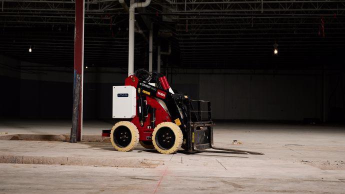 La tendance de l'électrification des machines se poursuit avec des engins lourds comme le Toro Dingo Electric présenté sur le stand de Solvert.