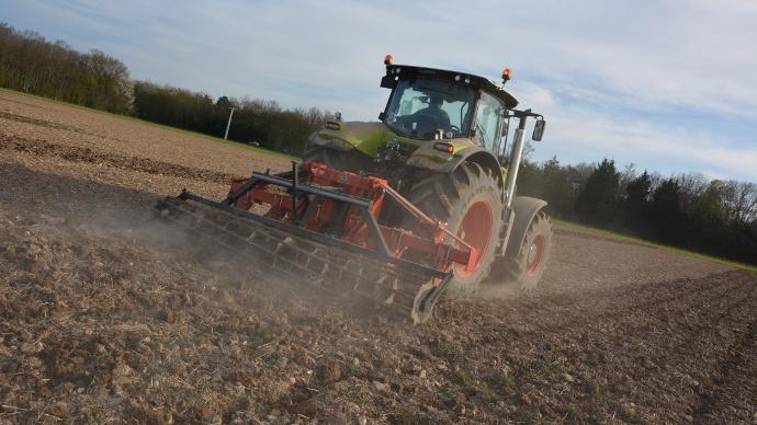 tracteur Claas Axion 850