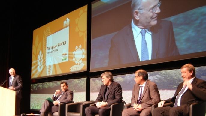 Philippe Pinta, président d'Orama à la tribune du Sommet du végétal. Stéphane Le Foll, ministre de l'Agriculture s'est rendu chaqueanéne à ce sommet depuis qu'il est en fonction.