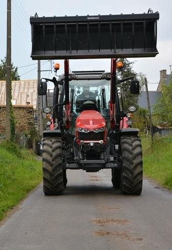 Conduire à 16 ans un ensemble de plus de 40 tonnes sur la route, c'est raisonnable?