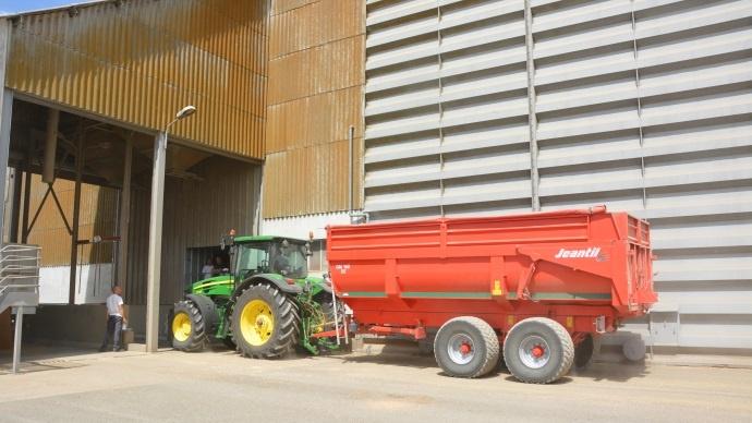 En près de quarante jours, 2.6 à 3 millions de tonnes sont collectées avec une seule priorité: valoriser la récolte