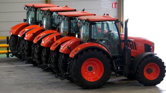 Tracteurs dansl'usine Kubota de Biernes,