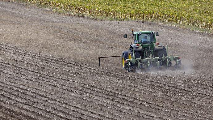 Parmi les chantiers envisagés en 2016, Stéphane Le Foll envisage de réduire la pression environnementale pour les modes de production les pus vertueux en matière d'agroécologie.