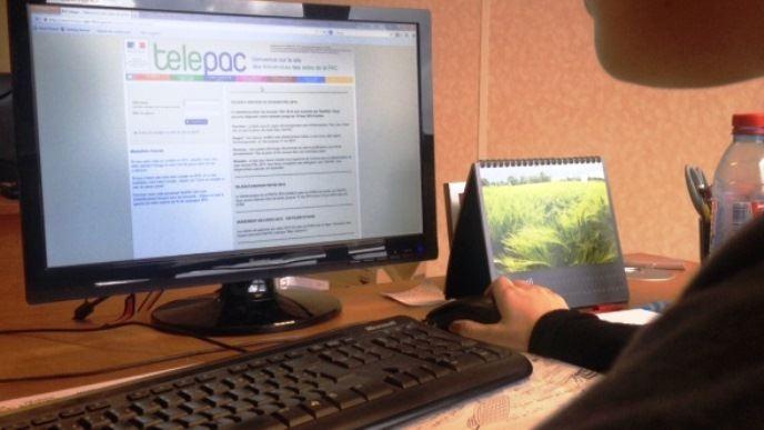 Selon un sondage en ligne, un agriculteur sur quatre a eu besoin de plus de six heures pour boucler son dossier Pac 2016 sur le site Telepac.