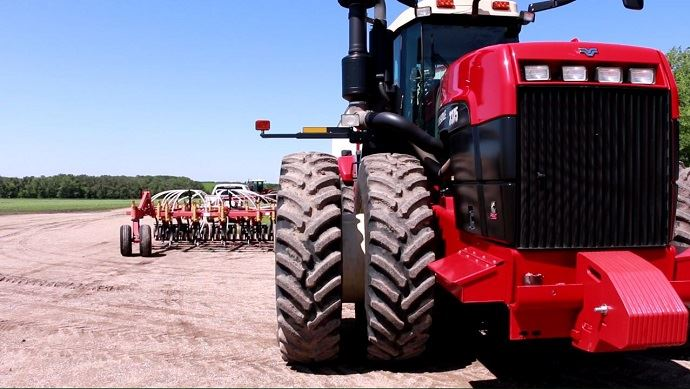 Aux Etats-Unis, les farmers bénéficient d'aides contracycliques leur garantissant un prix de la tonne de blé de 202 $ (soit environ 193€) pour 85% de leur production.