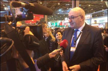 Le commissaire Hogan met les agriculteurs français en garde contre Le Pen