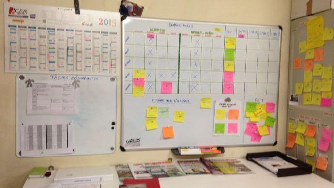 Dès que Jean-Christophe Lesaige pense à une tâche à faire, il la note sur un Post-it® qu'il colle sur son tableau planning.