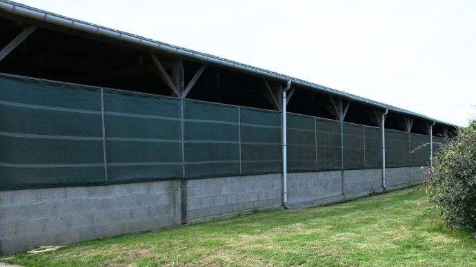 Afin de gérer au mieux la ventilation du bâtiment, privilégiez les parois modulables aux bardages fixes