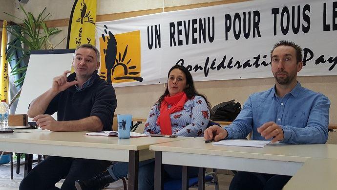Laurent Pinatel, porte-parole de la Confédération paysanne, aux côtés de Temanuata Girard, secrétaire générale, et Nicolas Girod, secrétaire national du syndicat, mercredi 24 janvier 2018.