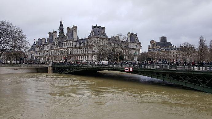 A Paris, dimanche 28 janvier 2018, la Seine a dépassé les 5,80m. Ayant atteint son plus haut niveau, la crue devrait être encore très marquée en aval du fleuve, en Seine-Maritime, dans les prochains jours.