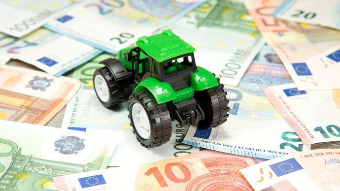 Les représentants agricoles, l'administration fiscale et les parlementaires ont quatre mois pour concrétiser les mesures de la réforme de la fiscalité agricole promise par Emmanuel Macron.
