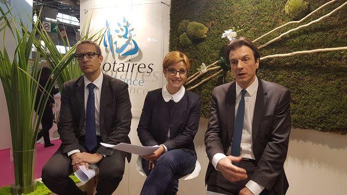 Au salon de l'agriculture à Paris, Gauillaume Lorisson, Rachel Dupuis-Bernard et Antoine Bouquemont ont présenté le travail de réflexion sur l'agriculture des notaires de France. Un travail qui aboutira à la présentation, en mai prochain, de plusieurs propositions de réforme législative en matière de régulation agricole.