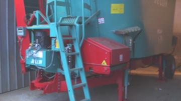 Jeulin, unemélangeuse à vis verticale en poste fixe