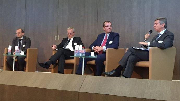 Luc Vernet, cofondateur de Farm Europe, Christophe Hillairet, référent à l'APCA sur les questions européennes et internationales, et président de la chambre d'agriculture d'Ille-de-France, Pekka Pesonen, secrétaire général du Copa-Cogeca, et Pierre Bascou, directeur pour la durabilité et l'aide au revenu, à la DG Agri de la Commission européenne, intervenaient lors du débat sur la réforme de la Pac, co-organisé par l'APCA et l'Afja, mercredi 27 juin.