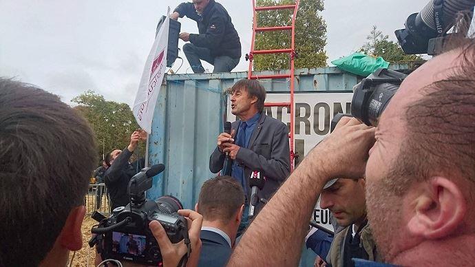 Le 22 septembre 2017, Nicolas Hulot était venu en personne rencontrer les agriculteurs du bassin parisien, venus manifester sur les Champs-Elysée contre la suppression programmée à court terme du glyphosate.