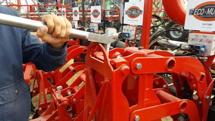 Eco-Mulch Gaïa: Un chassis unique où l'on change facilement les outils de travail