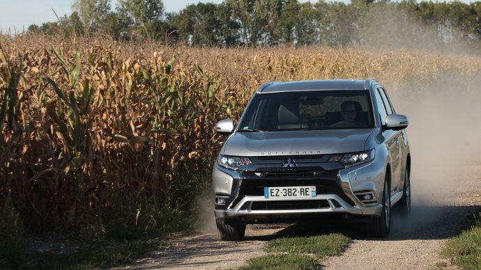 Mitsubishi Outlander PHEV 2019, l'hybride rechargeable une solution pour les véhicules de l'exploitation?