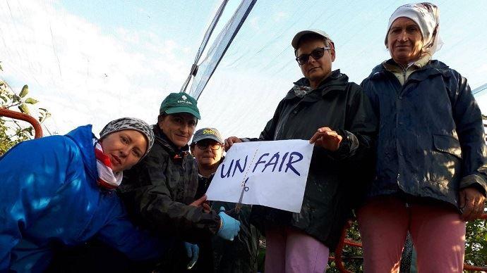 Des agriculteurs européens dénoncant les pratiques déloyales au sein de la chaîne agroalimentaire.