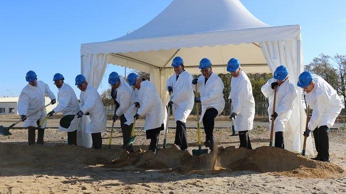 Premier coup de pelle pour la construction de la novuelle unité de production de l'usine de Corteva Agrisciences, située à Cernay (68).