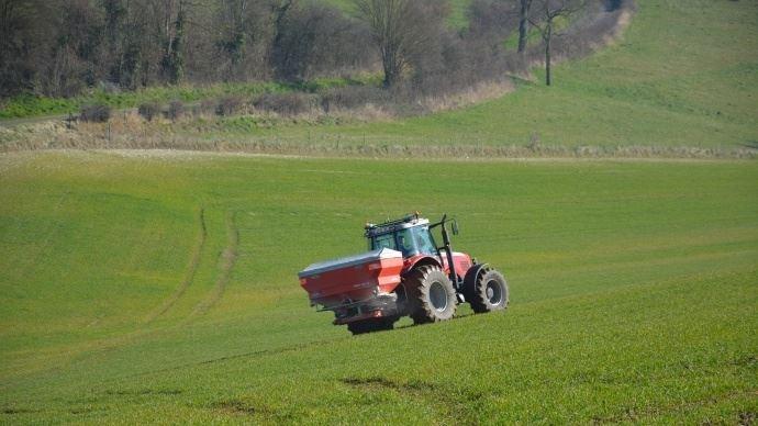 Un décret publié le 28 décembre 2018 étend les mesures de lutte contre la pollution par les nitrates d'origine agricole.