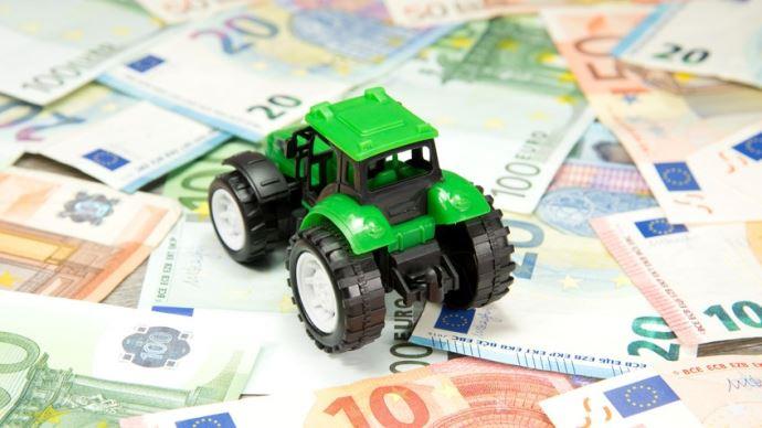 Le coût de la mécanisation d'une exploitation agricole.