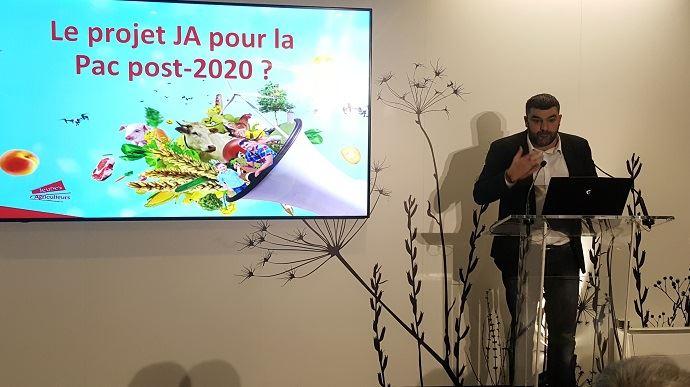 Jérémy Decerle, président de Jeunes agriculteurs, a présenté le projet de son syndicat pour la Pac post-2020, lors du salon de l'agriculture.