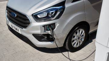 Ford lance une gamme d'utilitaires hybrides rechargeables