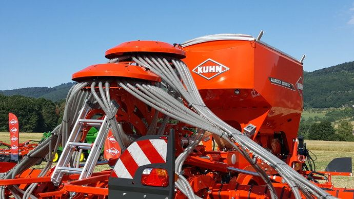 Kuhn Vistaflow tête de répartition sur Semoir Kuhn Aurock
