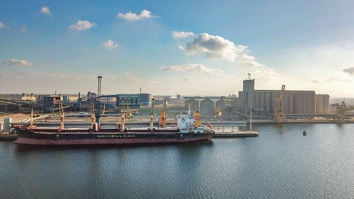 «Nord Céréales s'impose comme le 3e silo portuaire de France. Son positionnement stratégique au coeur de la route maritime la plus fréquentée du monde, la technicité et la performance de ses installations font de Nord Céréales un point de chute incontournable de l'Hinterland de Dunkerque.»