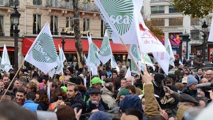 Les agriculteurs des réseaux FNSEA-JA à Paris pour demander un rendez-vous à Emmanuel Macron
