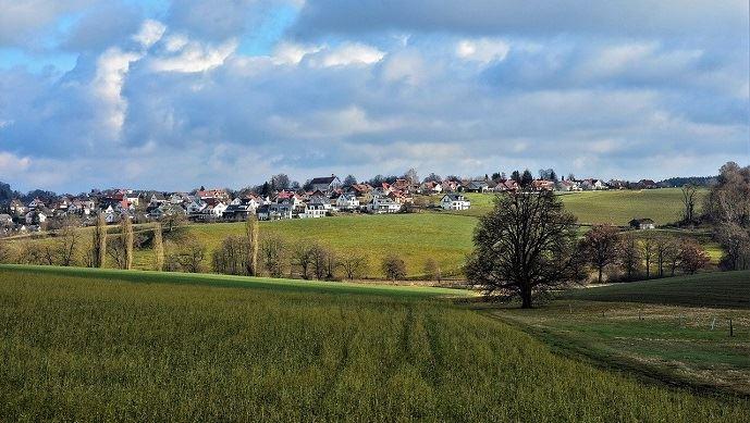 Village et champs agricoles