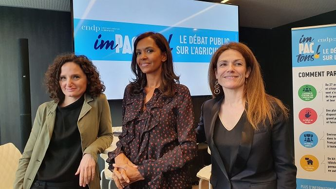 Ilana Casillo, présidente du débat sur la Pac, Karine Le Marchand, présentatrice de l'émission l'Amour et dans le pré et marraine du débat, et Chantal Jouanno, présidente de la CNDP.
