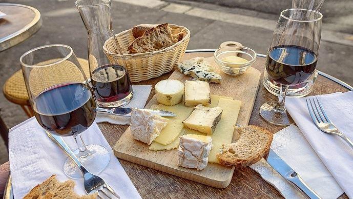 Fromages, pain et vin