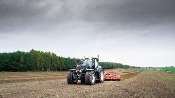 Valtra pilote son tracteur à des centaines de kilomètres grâce à la 5G!