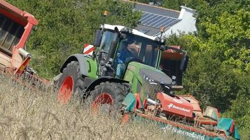 Un chantier de récolte du foin avec un débit de 7ha/heure, ça dépote!