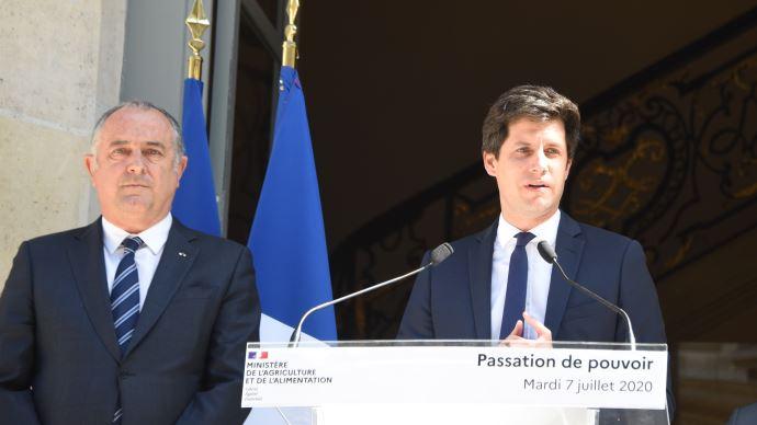 Julien Denormandie (à droite) est nommé ministre de l'agriculture à la place de Didier Guillaume (à gauche)