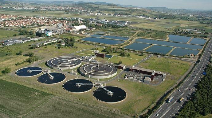 Station d'épuration de Clermont-Ferrand (Puy-de-Dôme) et ses 10ha de bassins de lagunage-surverse jouxtant l'ancienne sucrerie Cristal Union de Bourdon.