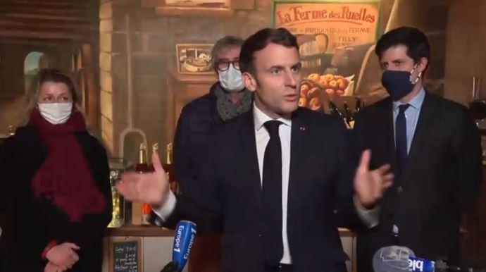 Emmanuel Macron, le 12 janvier 2021 sur une exploitation agricole à Tilly, dans l'Eure.