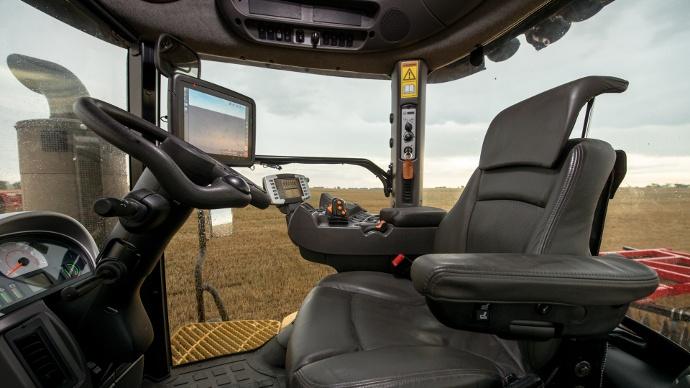 Intérieur cabine des tracteurs Challenger MT800E